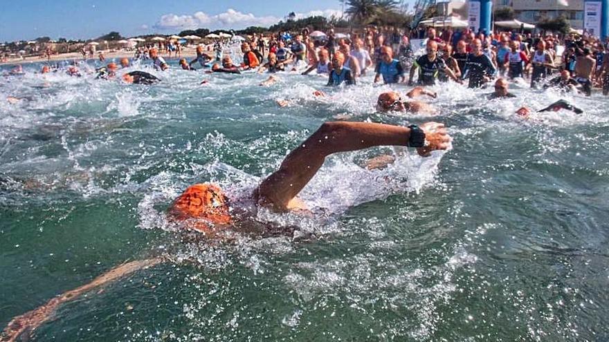 Más de 300 triatletas se citan en Formentera