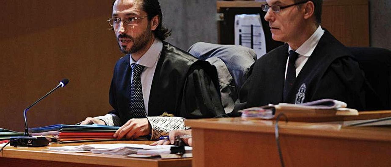 """El fiscal Alejandro Cabaleiro y el letrado Alejandro Riera, en el juicio del """"caso Niemeyer""""."""