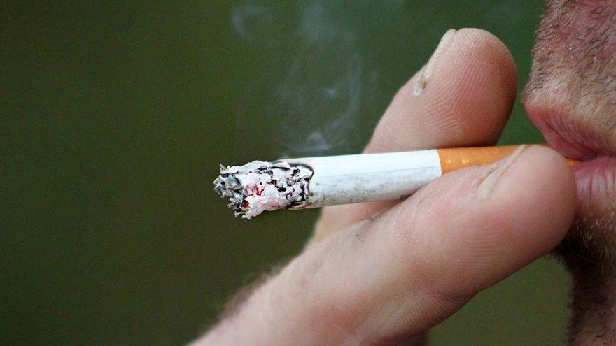 Enquesta: Creus que s'ha de prohibir fumar a les terrasses?