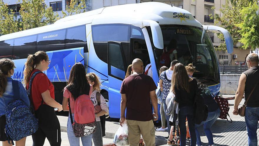 Los usuarios de autobús suben un 5,2% frente al aumento del 1,5% del AVE