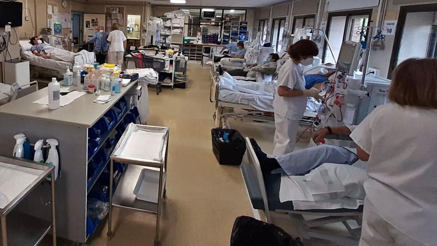 """Primer día de diálisis en Xàtiva: """"Es inhumano obligarles a esto"""""""