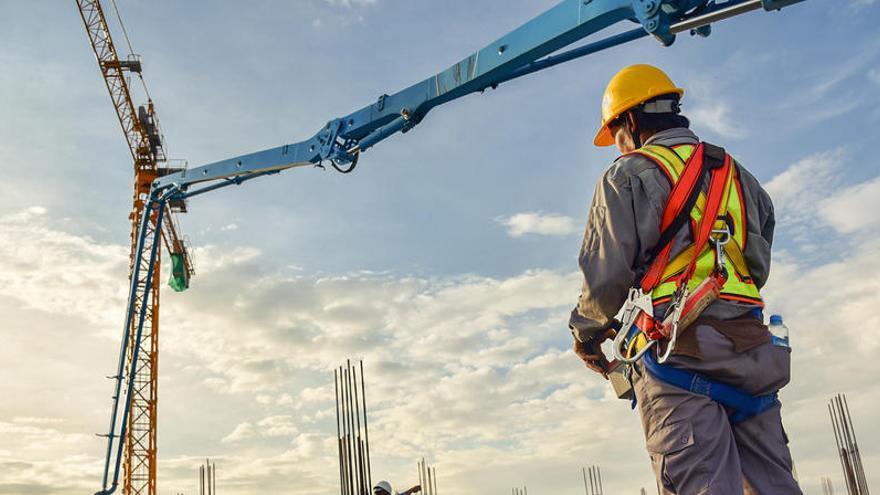 El salario medio creció hasta 23.450 euros en 2019, la cifra más alta desde el año 2008