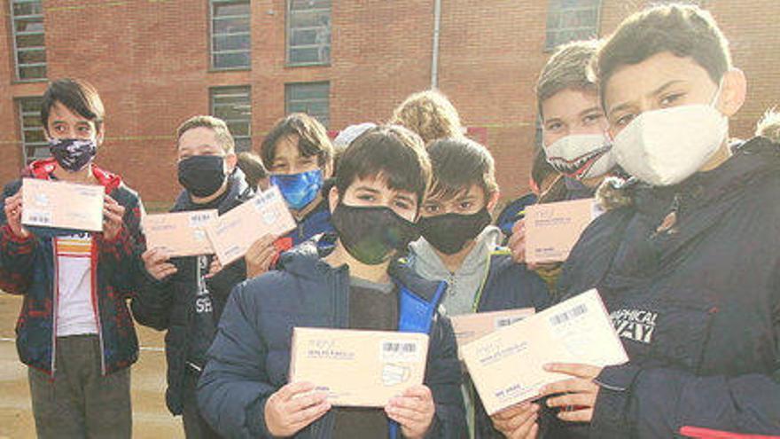 Nylstar dona a Blanes 5.500 mascaretes per als escolars