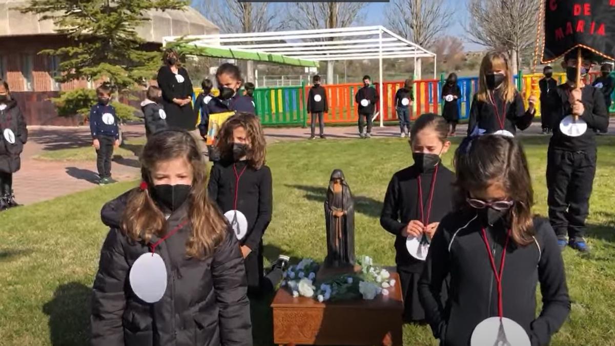 Procesión de Semana Santa en el Colegio Corazón de María.