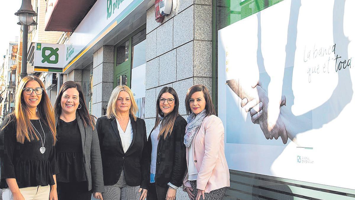 Caixa Popular Dona promueve acciones para poner en valor y visibilizar el papel de la mujer.