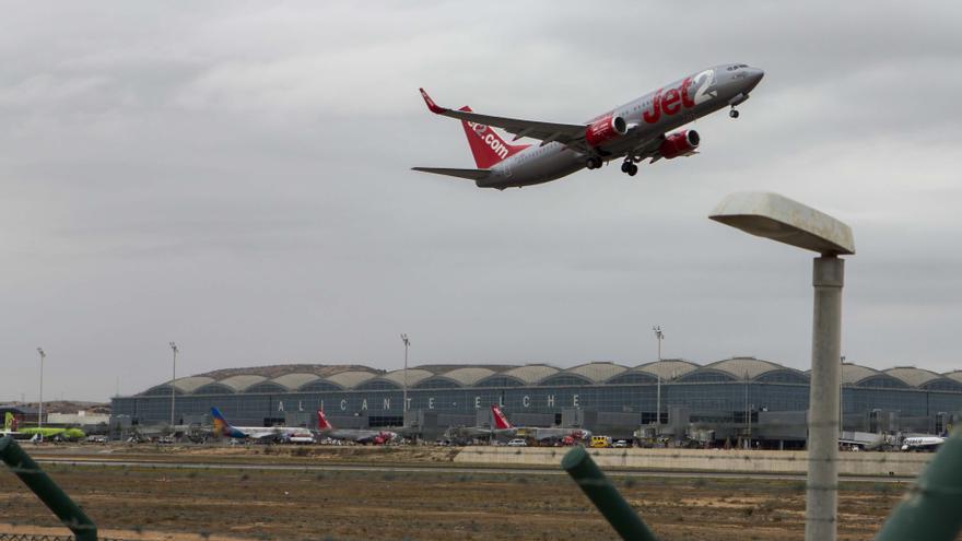 El aeropuerto de Alicante-Elche cayó en noviembre al décimo puesto en tráfico de España
