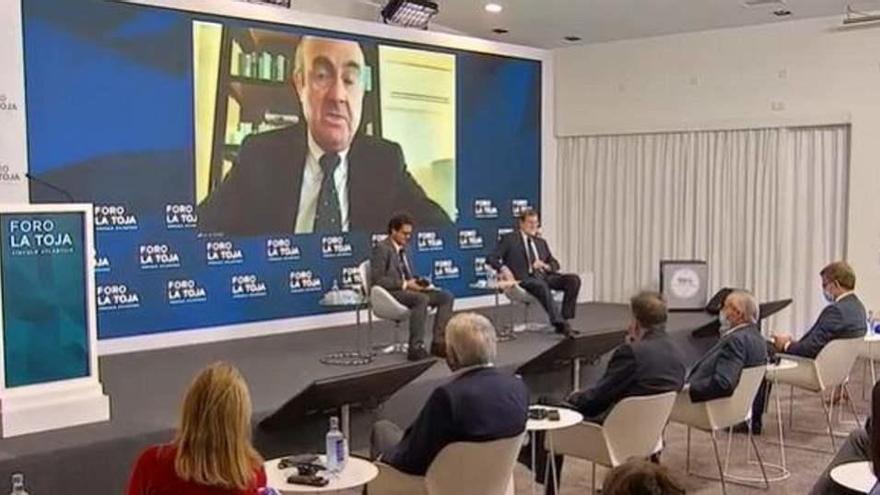 """De Guindos: """"La recuperación llegará a finales de 2022"""""""