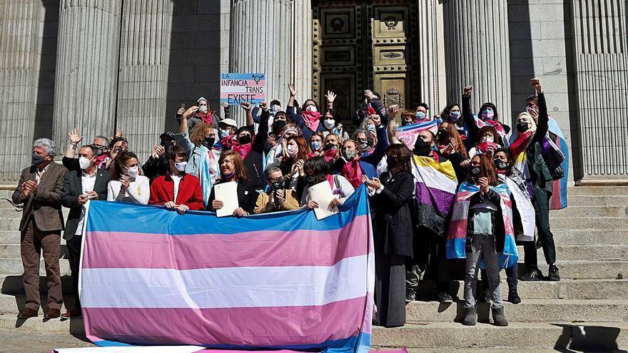 Llum verda a la llei trans, que permet el canvi de sexe a partir dels 14 anys