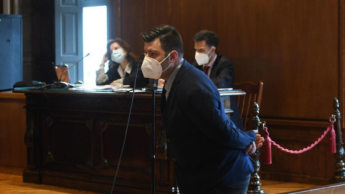 El acusado, durante el juicio que se celebró este martes en la Audiencia de Pontevedra