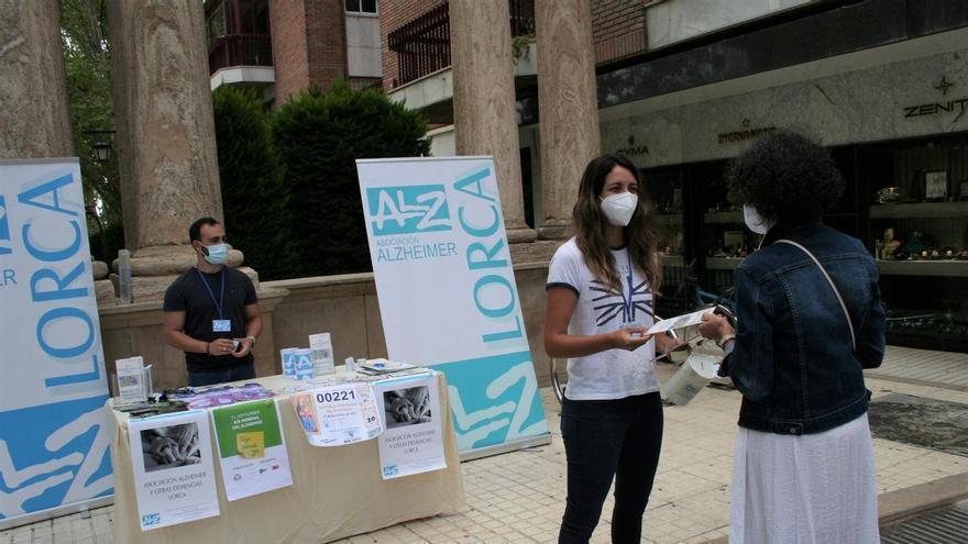 Mesas petitorias del Alzheimer en Lorca