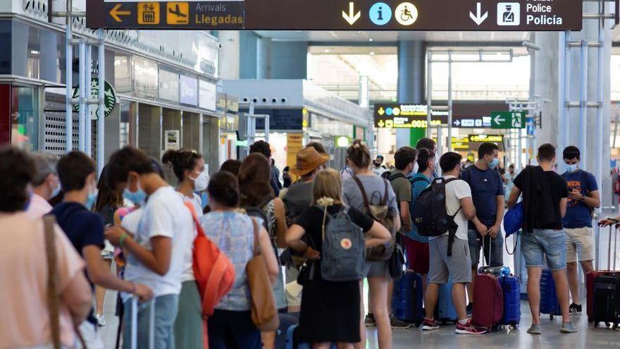 La llegada de turistas internacionales a Canarias se desploma un 90,43% en marzo