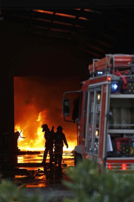 Incendi en una empresa de Sarrià de Ter