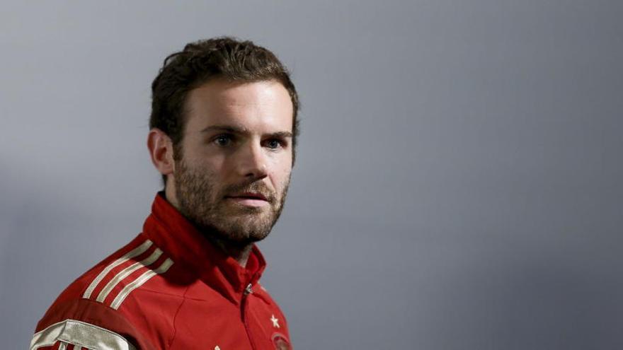 Juan Mata dona el 1% de su sueldo e invita al resto de compañeros del fútbol a seguirle