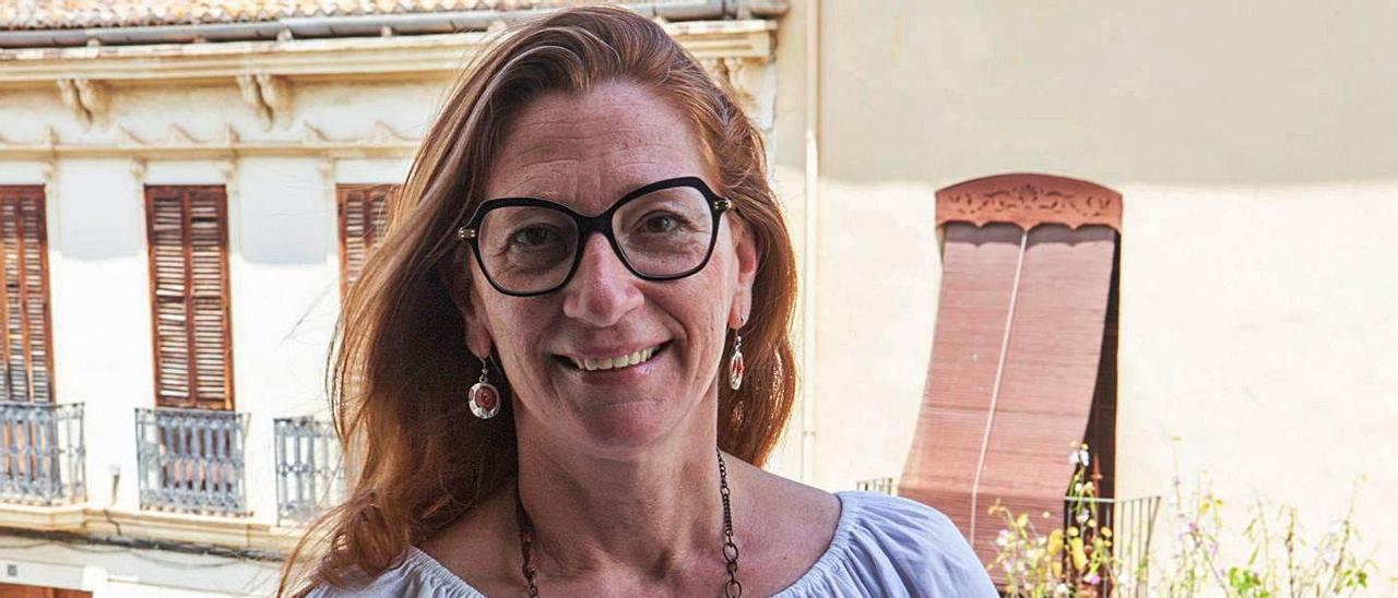Eva Sanchis, en el balcón de su despacho del ayuntamiento, después de la entrevista. | L-EMV