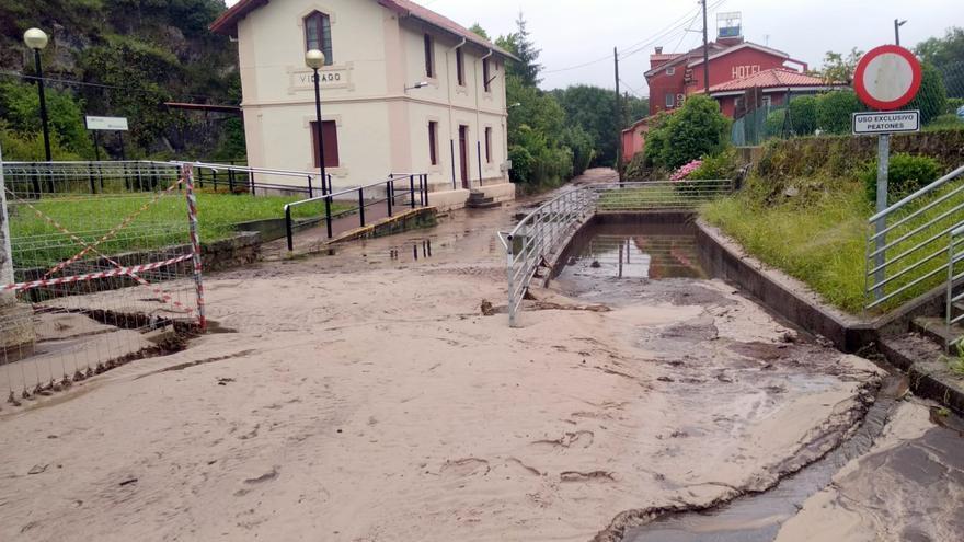 Las intensas lluvias cortan carreteras y causan varios desperfectos en Llanes