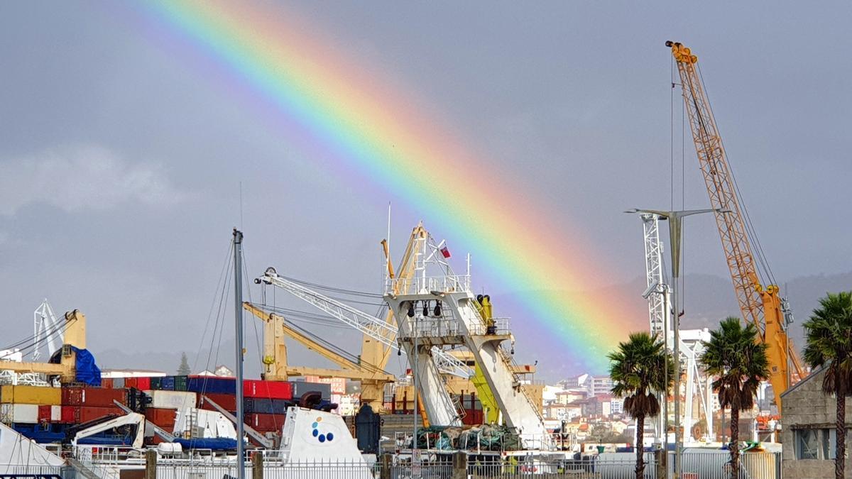 Arcoíris sobre la zona del Náutico de Vigo.