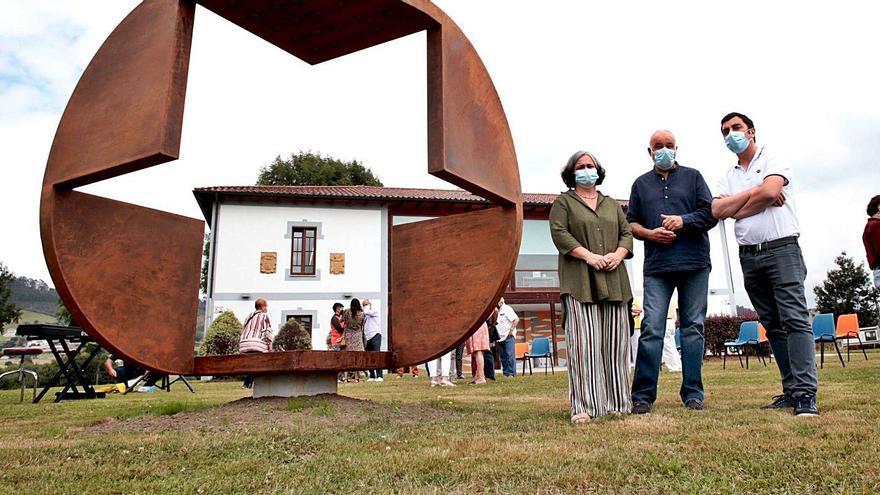 """""""Las seis caras del cubo"""", de Benjamín Menéndez, ya luce en Lugo de Llanera"""