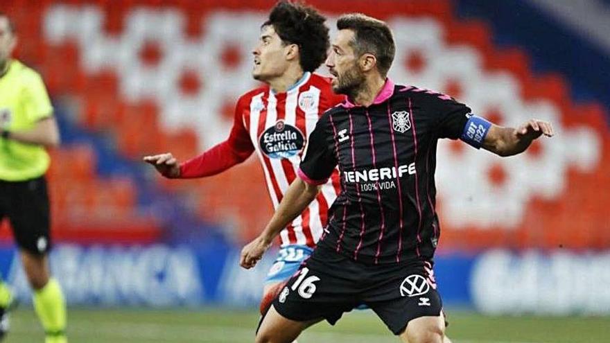 """Aitor Sanz, exultante al firmar su renovación: """"Me quedo en el club de mi vida"""""""