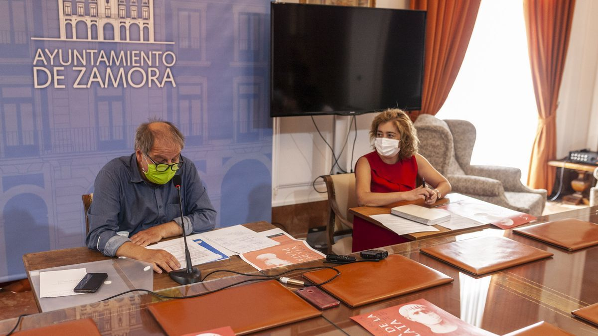 Christoph Strieder con Yolanda Peña durante la presentación del Día de la Ruta Vía de la Plata
