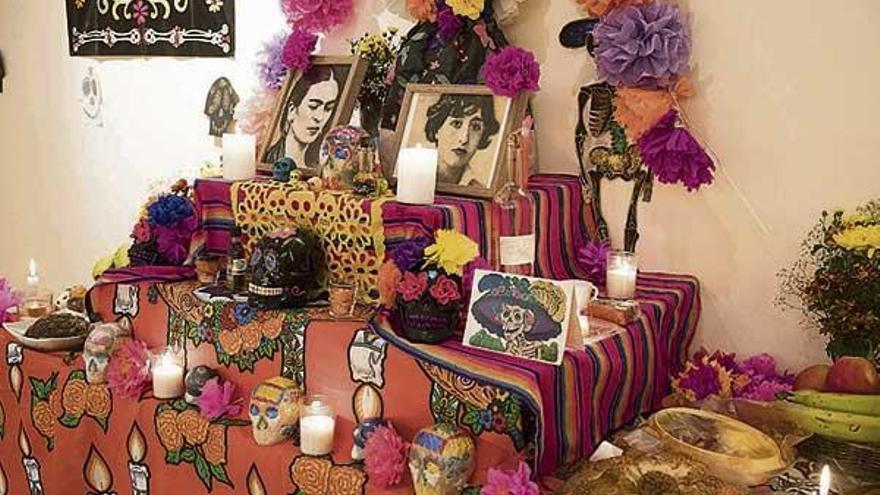 El colectivo Mexicanos en Galicia expone un altar de muertos en la Casa da Muller