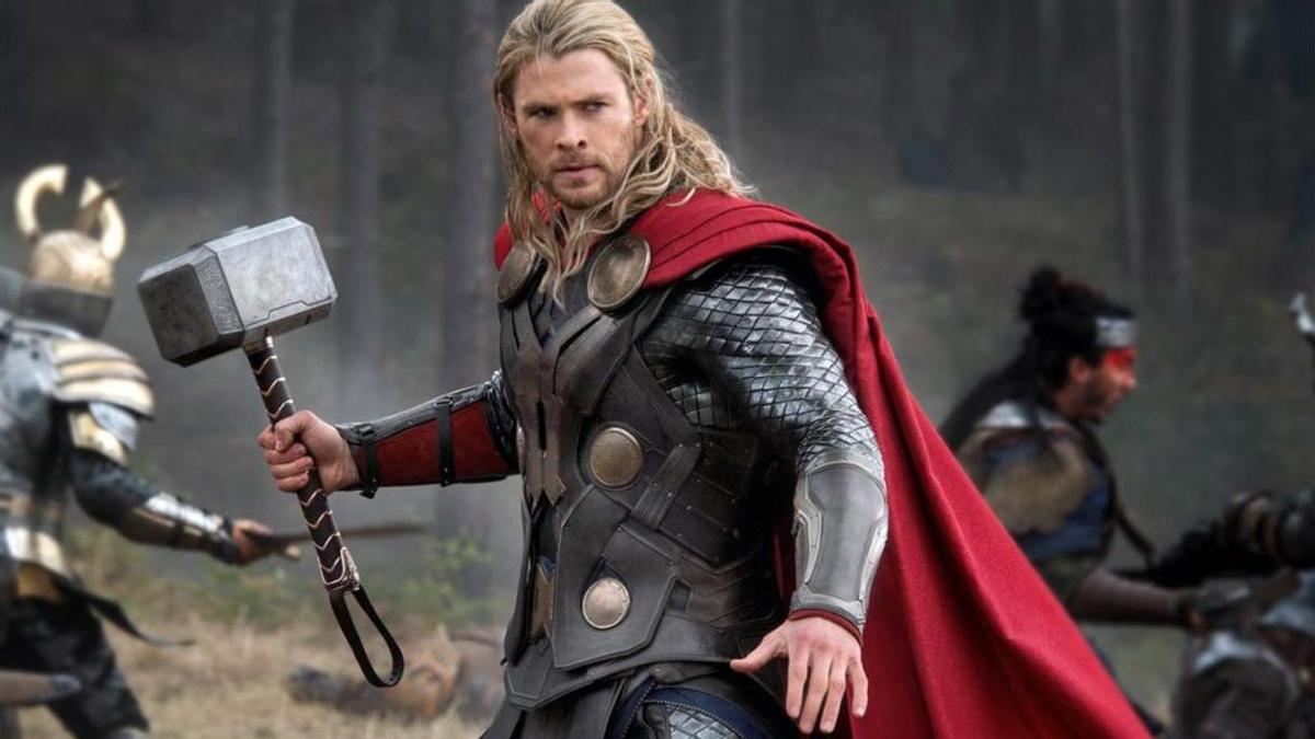 Chris Hemsworth dando vida a Thor.