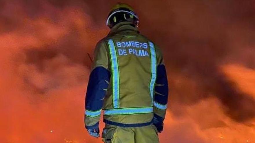 Brand auf Müllhalde hält Feuerwehr auf Mallorca in Atem