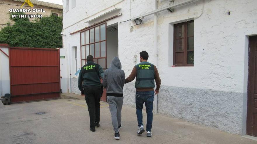 Detenido en Ibi un joven por utilizar el método del tirón al asaltar y robar a dos mujeres