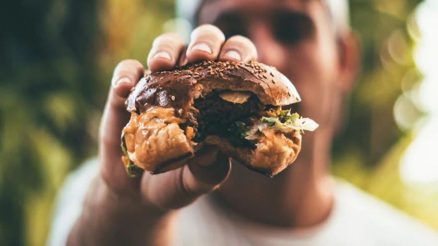 Cuánto hay que andar para quemar las calorías de un Big Mac