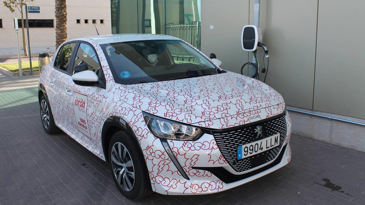 Jordá, es la primera autoescuela en Valencia en incluir un coche 100 % eléctrico en sus clases prácticas.