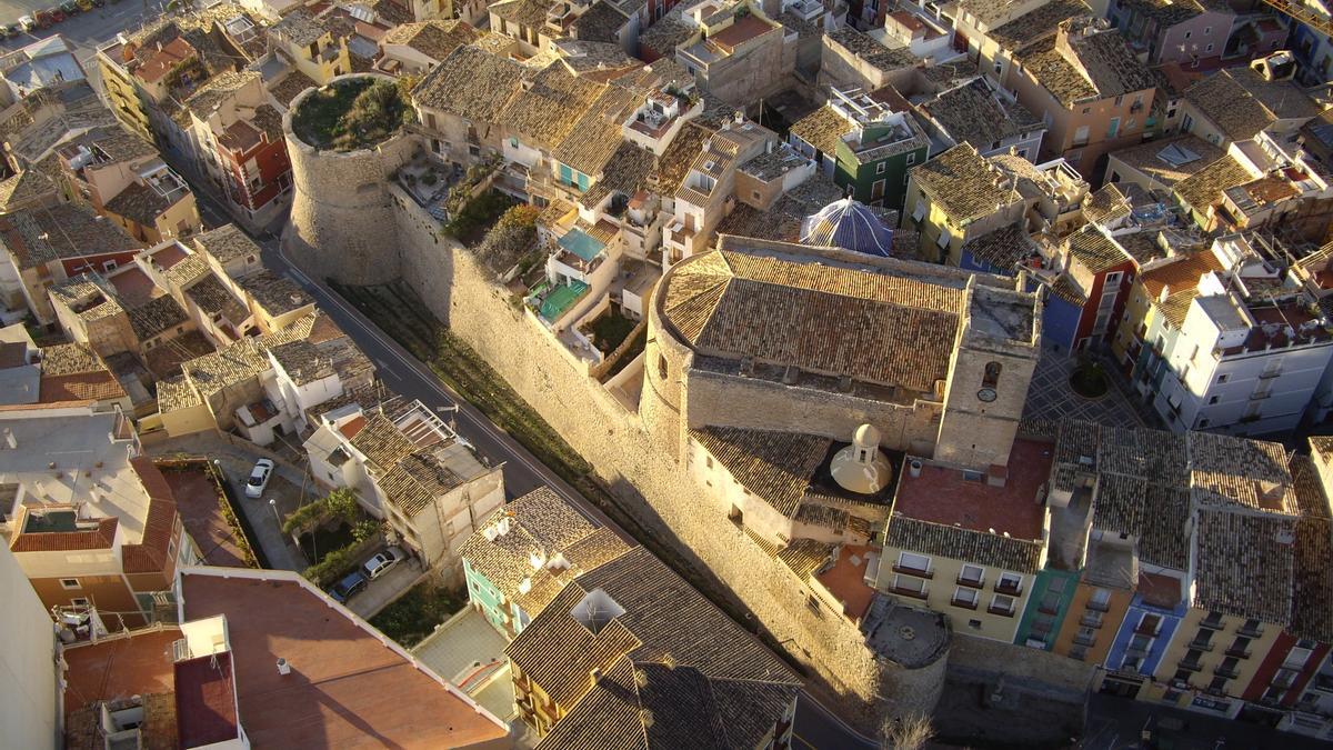 La Vila Joiosa es la capital histórica de la comarca de la Marina Baixa.