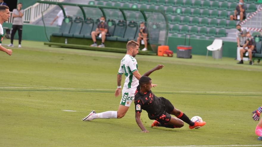 El Elche se estrena con una dura derrota (0-3)