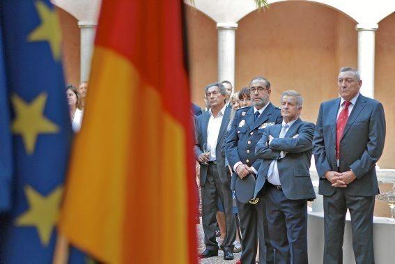 """Das deutsche Konsulat auf Mallorca hatte anlässlich des Tags der deutschen Einheit am Montag (3.10.) Vertreter der Insel-Gesellschaft ins CCA Andratx geladen. Erstmals wurden Reden auch ins Katalanische übersetzt sowie die Mallorca-Hymne """"La Balanguera"""" intoniert."""