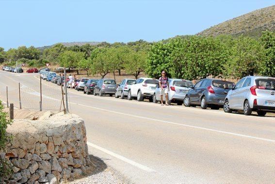 An der Ma-4014 Parken die Autos bereits am Seitenstreifen...