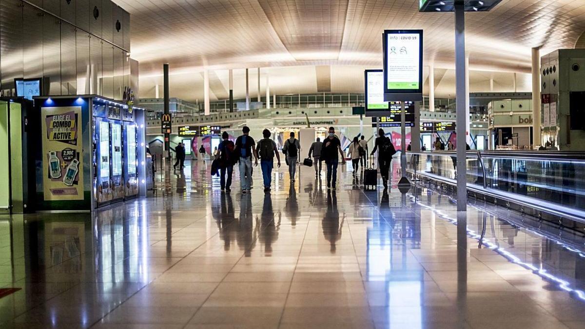 La Terminal 1 de l'aeroport del Prat sense gairebé activitat, dilluns passat.