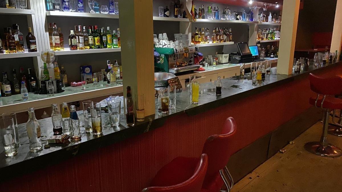 Desalojan una fiesta en un pub de Jaén con 82 personas sin mascarillas y fuera del horario permitido