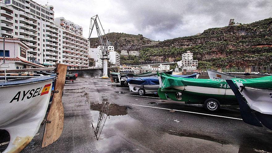 Icod de los Vinos exige  a Puertos el fin de  los botellones en  el refugio pesquero