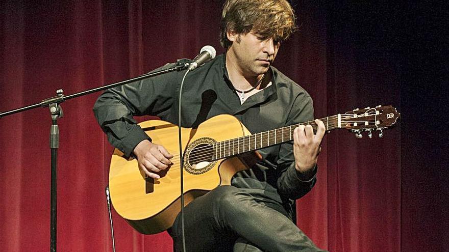 El guitarrista ourensano Daniel Minimalia gana un Hollywood Music Awards a la mejor canción latina