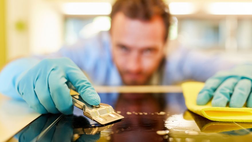 El truco de limpieza casero para dejar la vitrocerámica como nueva