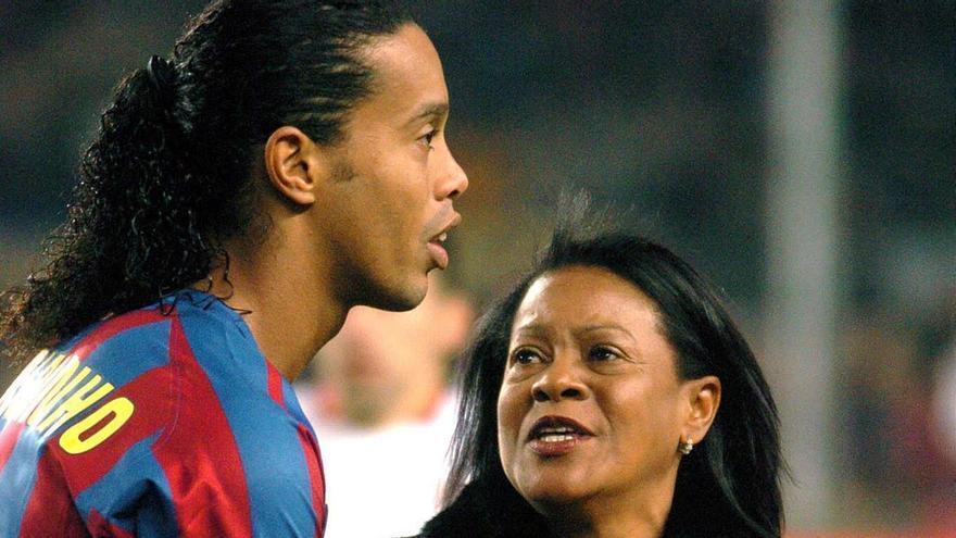 Ronaldinho y su madre.