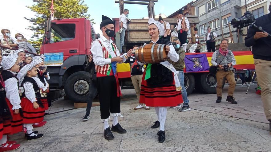 """El primer mosto del Festival de la Manzana descorcha """"las fiestas de la normalidad"""""""