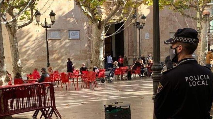 Aspe abrirá los parques el lunes y autorizará ampliar las terrazas de bares, cafeterías y restaurantes