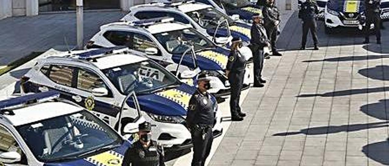 Imagen de vehículos de la policía.    INFORMACIÓN