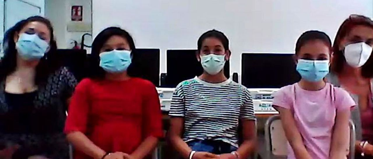Alumnas del colegio alicantino que han participado en las pruebas. | INFORMACIÓN