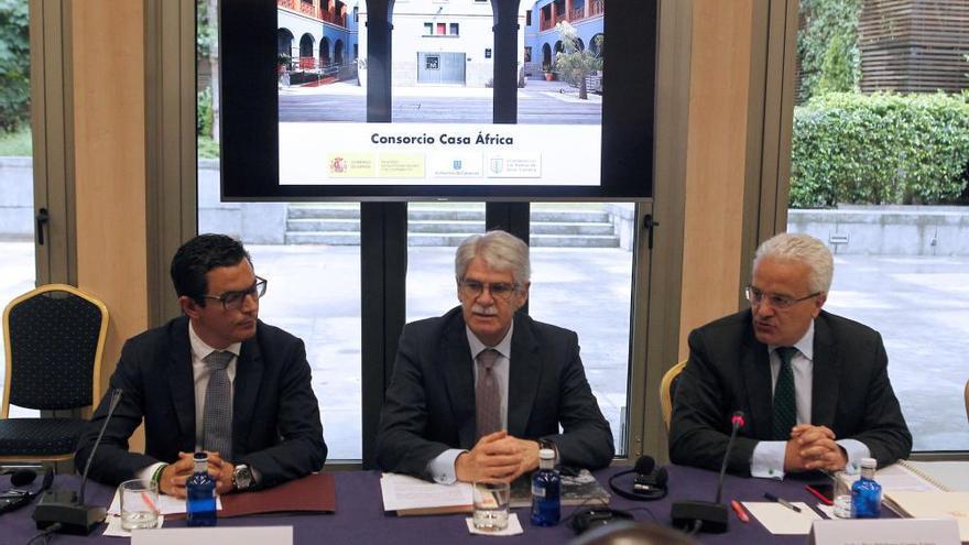 """Dastis garantiza el """"compromiso de futuro"""" de España con África"""