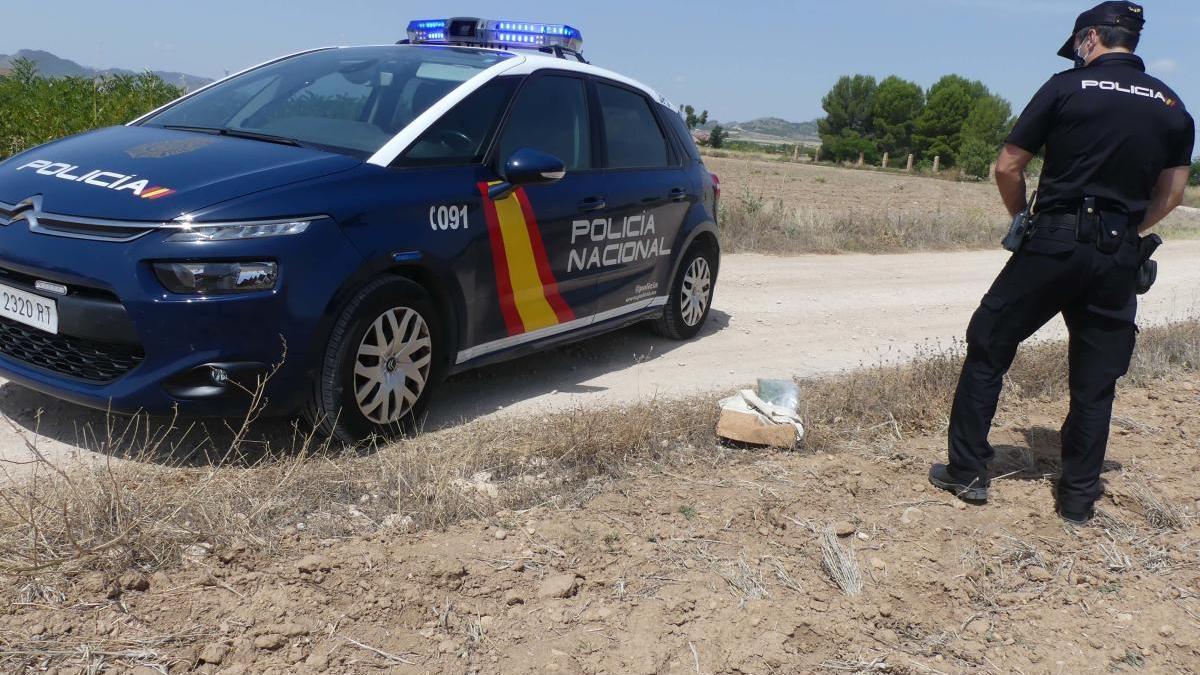 Detenido tras lanzar una bolsa con marihuana al cruzarse con la Policía en Yecla