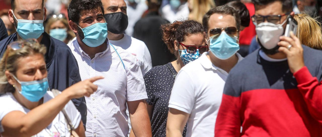 Salud teme una avalancha de contagios por los casos de jóvenes y locales de ocio