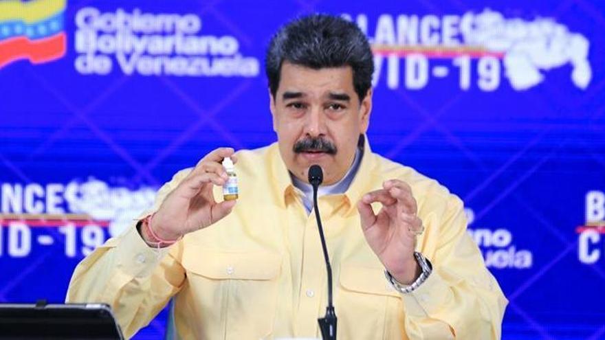 """Maduro presenta unas gotas """"milagrosas"""" que """"neutralizan"""" el virus"""
