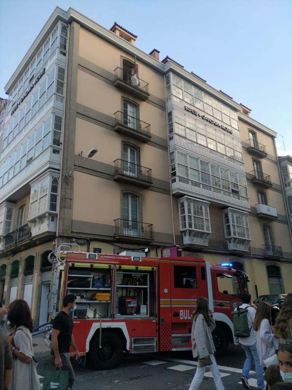Un incendio en Juana de Vega obliga a desplazarse a los bomberos