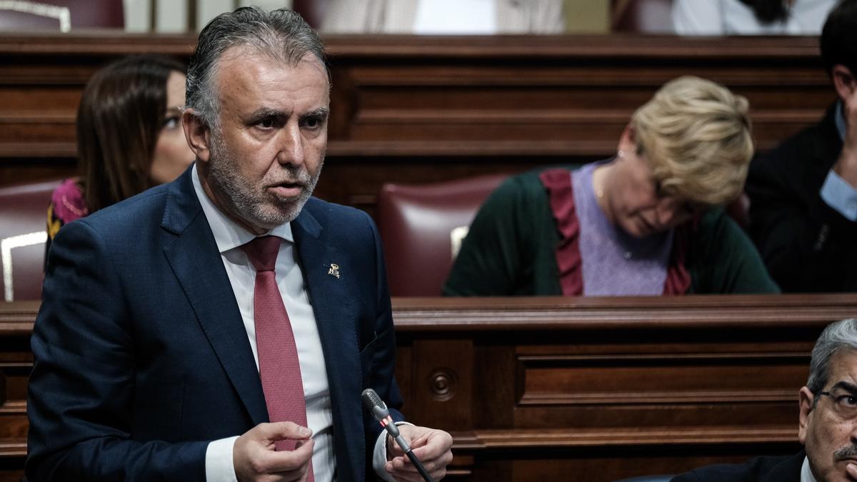 Ángel Víctor Torres en el pleno del Parlamento de Canarias