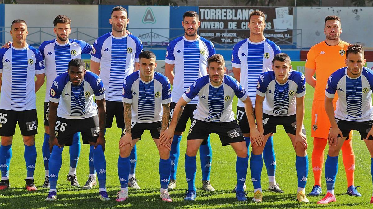 Primera alineación del entrenador Manolo Díaz el domingo en Orihuela con las novedades de Tano, Moisés, David Sánchez y Benja.  